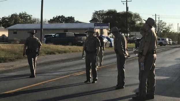 Agentes de policía en el sur de Texas tras un tiroteo.