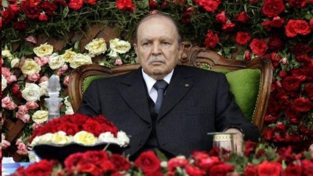 اعتراضات گسترده عبدالعزیز بوتفلیقه را پس از سال ریاست جمهور مجبور به کناره گیری کرد