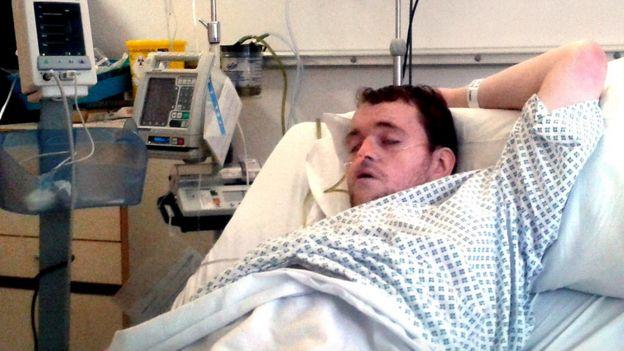 Mark en el hospital.