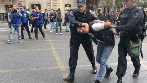 Polis mitinq iştirakçısını saxlayıb, 19 oktyabr 2019-cu il