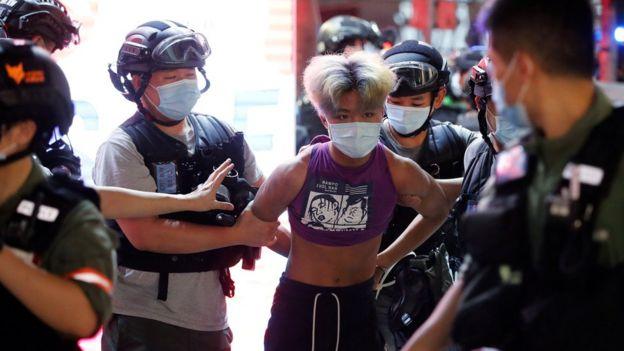 香港近期再度有反政府示威,示威者寻求重启立法会选举。