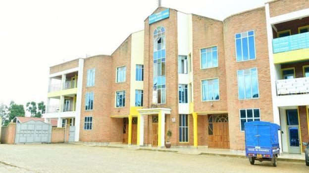 Kanisa la Mtakatifu Karoli Lwanga lililopo katika eneo la Nyamirambo mjini Kigali leo milango yake ilifungwa kutokana na hofu ya maambukizi ya coronavirus