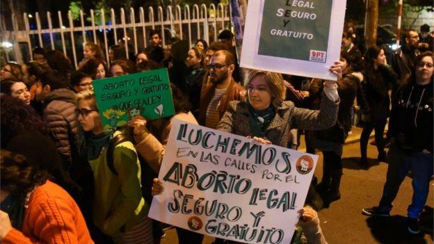 Manifestantes a favor del proyecto de despenalización del aborto.