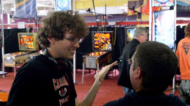 Robert Gagno conversando durante torneio