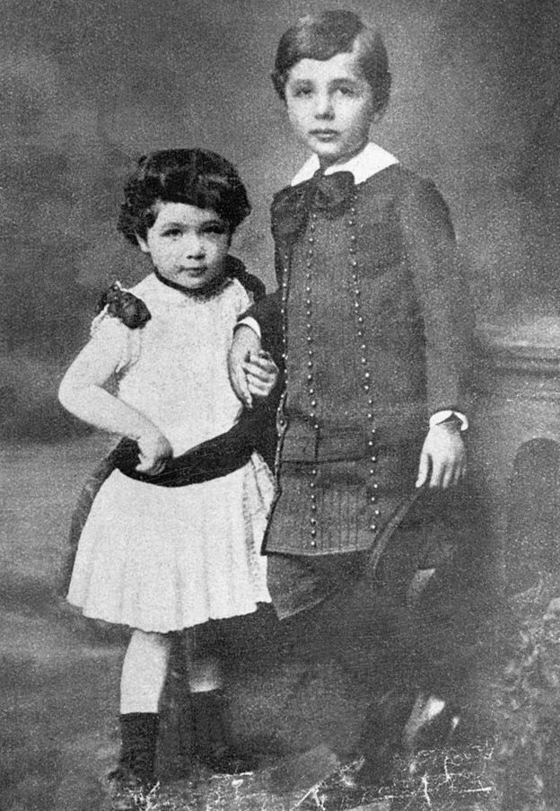 Albert and Maja Einstein cuando eran niños en 1884.