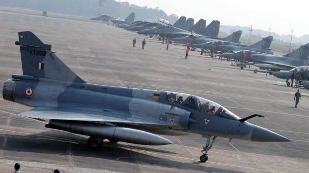 Накануне индийские военные самолеты пересекли линию контроля и нанесли удар по целям в пакистанской части Кашмира