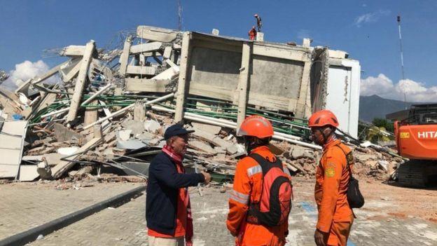 Hotel dañado por el terremoto y tsunami en Indonesia