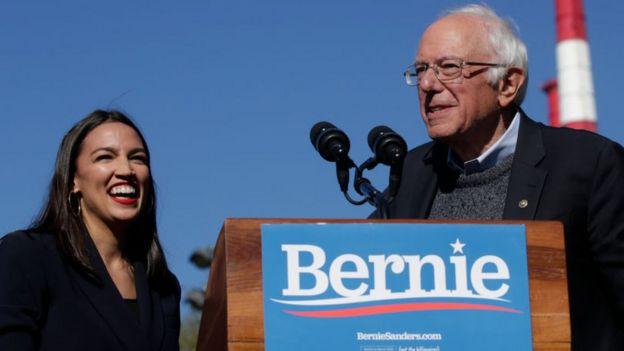 Alexandria Ocasio-Cortez y Bernie Sanders.