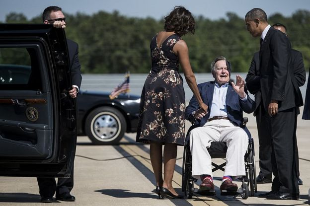 George H. W. Bush, Michelle y Barack Obama.