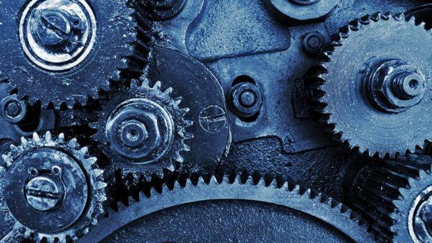 Piñones dentro de una máquina