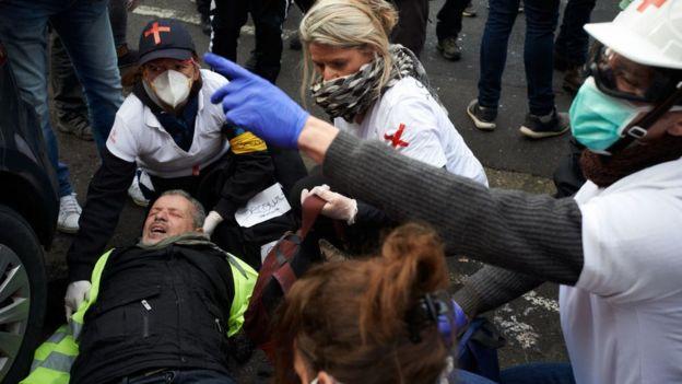 Cumartesi günü 100'den fazla kişi yaralandı
