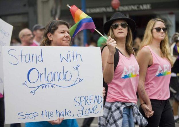 Passeatas em solidariedade às vítimas do ataque aconteceram em diversas cidades dos EUA