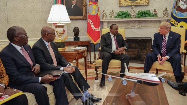 Rais Uhuru kenyatta pamoja na mawaziri mablimbali wa Kenya wakiwa katika kikao na raia Donald Trump Marekani
