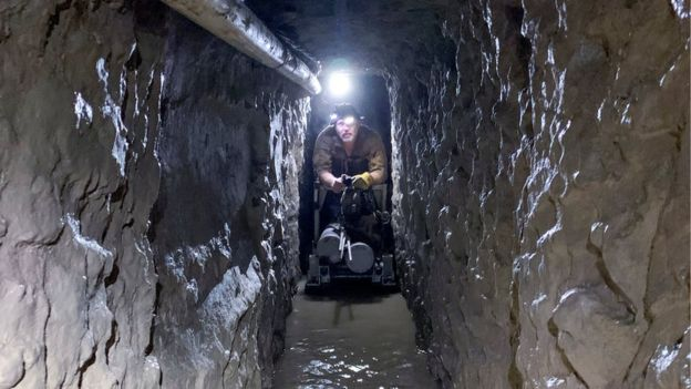 US-Mexico border - 'Longest ever' smuggling tunnel discovered _110700771_34a12562-efc5-4993-8cb6-fb646389b59e