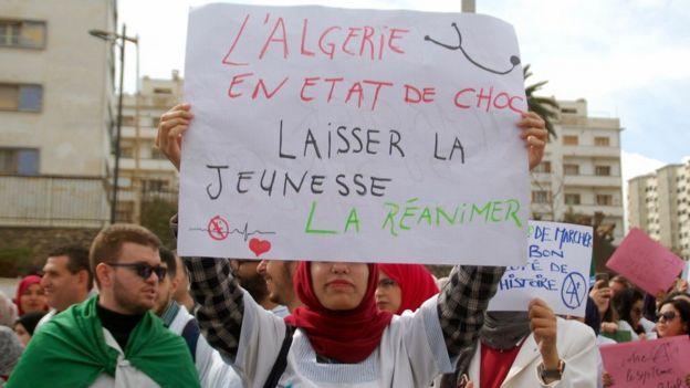 Manifestations à Alger le 19 mars, jour d'anniversaire de l'indépendance.