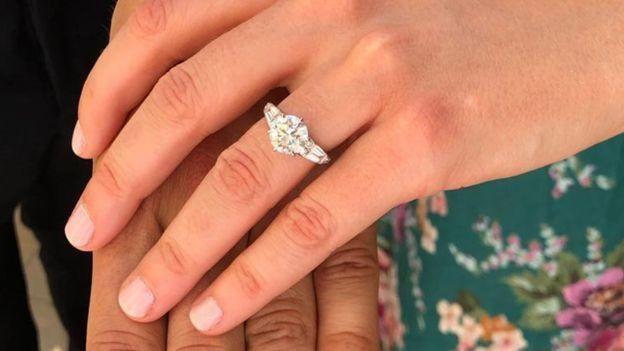 Adik Beatrice, Putri Eugenie berbagi foto pertunangan di Instagram.