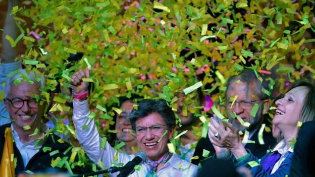 Claudia López celebrando