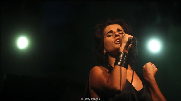 Cantora de fado