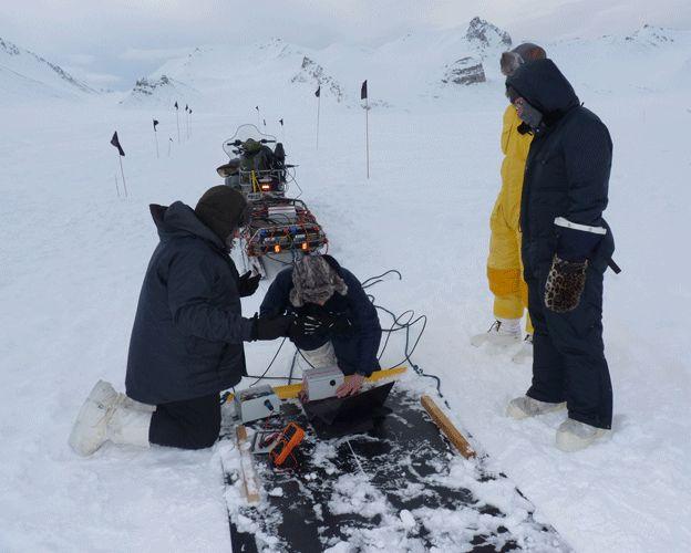 Испытано оборудование для поиска железных метеоритов в Антарктиде