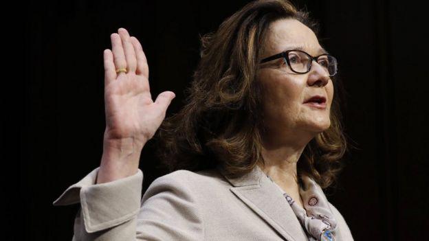 吉娜·哈斯佩爾在美國國會聽證會上宣誓