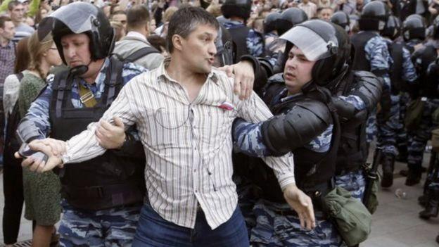 Moskvada Tverskaya küçəsində etirazçılar həbs edilib