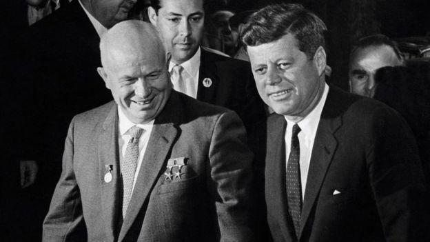 Khrushchev e Kennedy em 1961