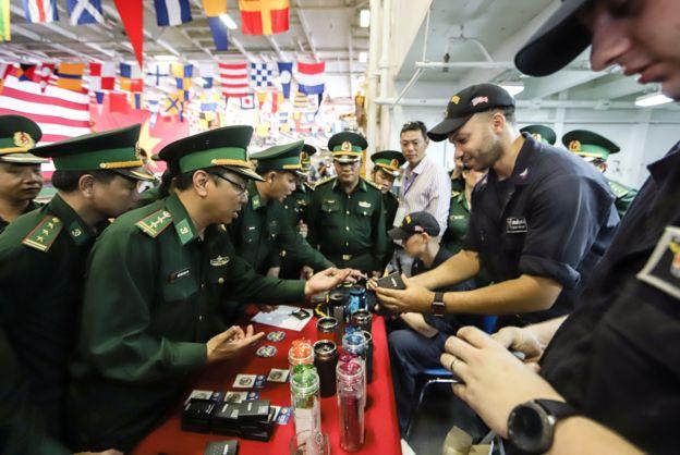 Việc hàng không mẫu hạm USS Carl Vinson của Mỹ đến thăm cảng Đà Nẵng hồi tháng 3/2018, được cho là bước tiến quan trọng trong quan hệ quân sự Mỹ - Việt.