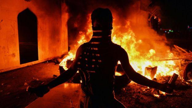 إضرام النيران في مبنى قنصلية إيران في النجف