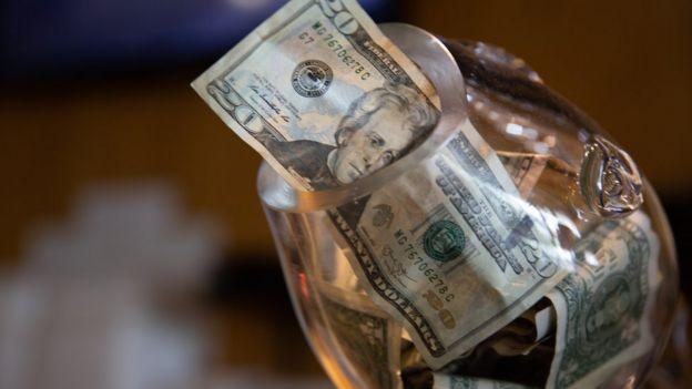 Alcancía con dólares