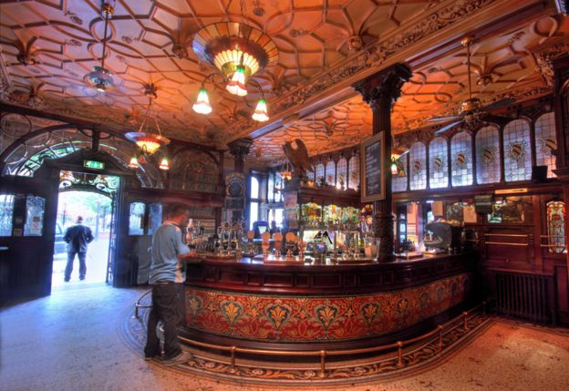Inside the Philharmonic Dining Rooms in Liverpool. What sort of British pub should foreign leaders be shown    BBC News