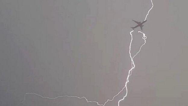 """Командир згорілого в """"Шереметьєво"""" пасажирського літака SSJ-100 описав хронологію катастрофи - Цензор.НЕТ 2983"""