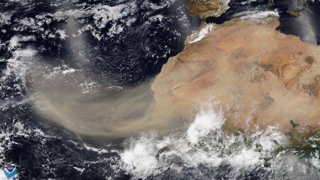 Uma nuvem de poeira do Saara