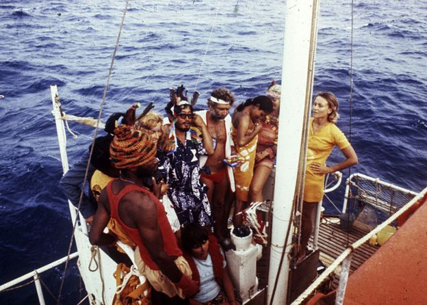 Foto de casi todos en la popa de la balsa