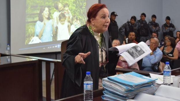 Elizabeth no júri popular como assistente de acusação