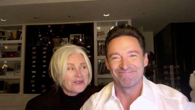 Hugh Jackman y su esposa participaron en la ceremonia mediante una videollamada.