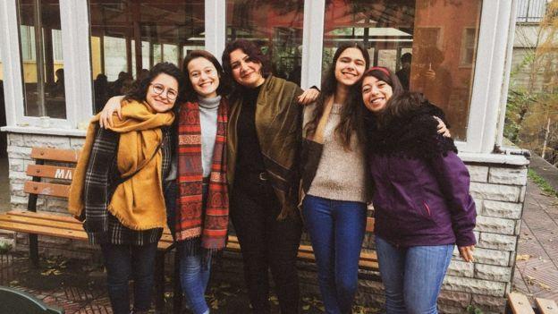 Şule Duman (soldan ikinci) ve arkadaşları