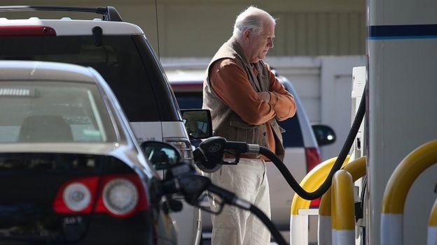 油价下跌让范思哲包包车主们享受一拨红利,但是疫情封锁下,能去哪儿呢?