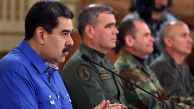 Maduro con alto mandoq