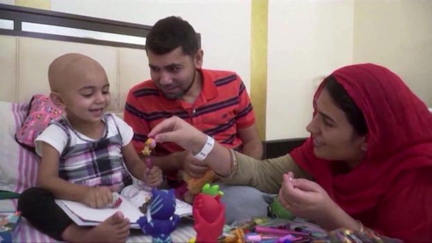 زينب مع والديها