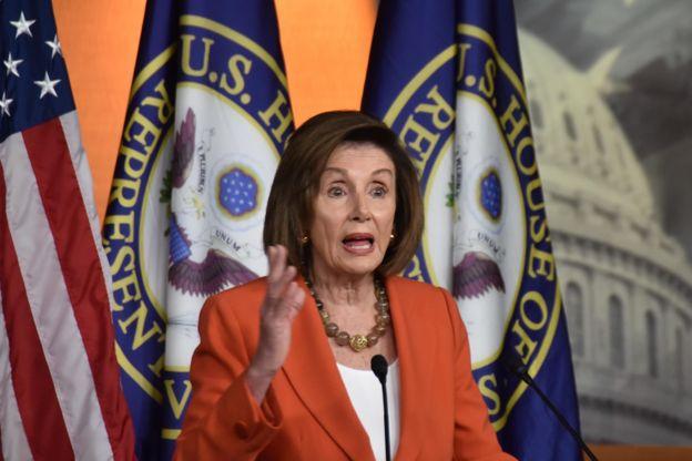 Chủ tịch Hạ viện Nancy Pelosi phát biểu tại cuộc họp báo hôm 31/10 ở Washington.