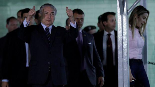 Michel Temer deixa hospital em Brasília após ser internado