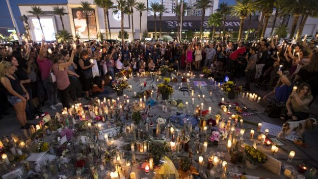 Vigilia por las víctimas de la masacre de Las Vegas.