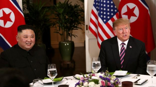 El presidente de Estados Unidos, Donald Trump, y el líder de Corea del Norte, Kim Jong-un cenan en el Hotel Metropole Hotel de Hanói, Vietnam, 27 de febrero, 2019