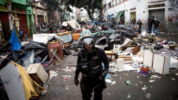 Police operation at Sao Paulo Crackland