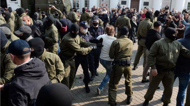 """В субботу были задержаны десятки участниц """"женского марша"""""""