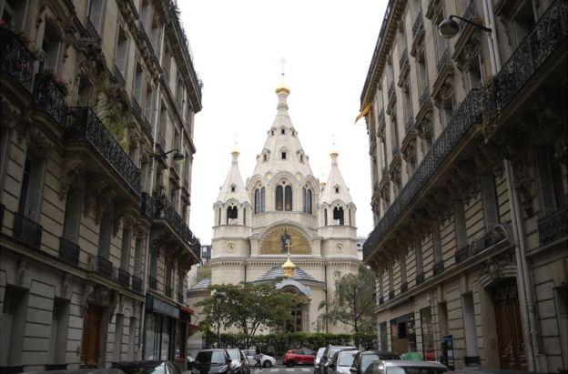 Главный собор архиепископии - храм Александра Невского