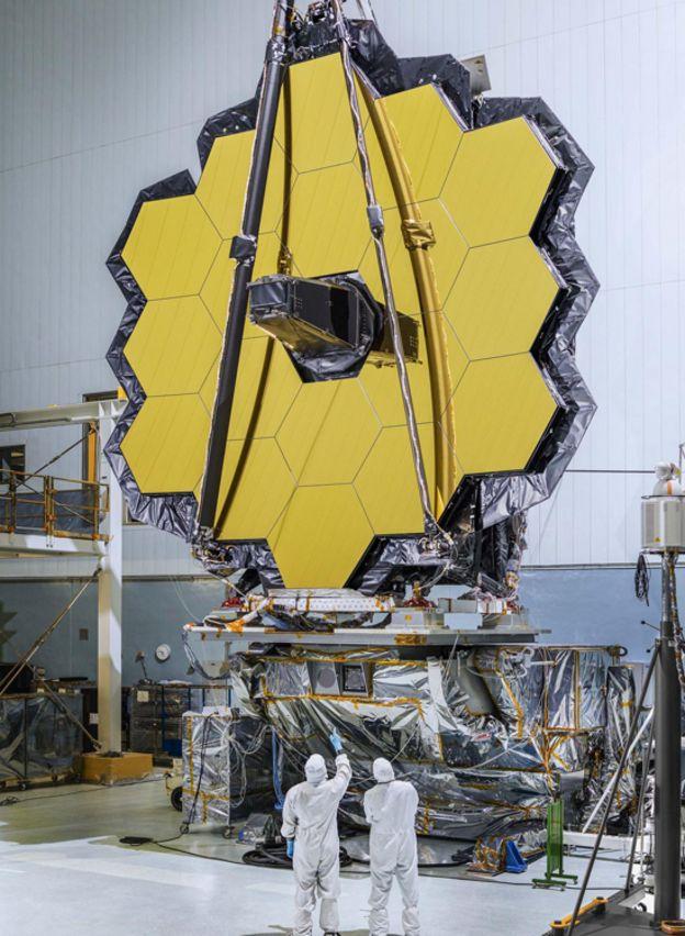Espejo primario del telescopio James Webb con 18 espejos hexagonales