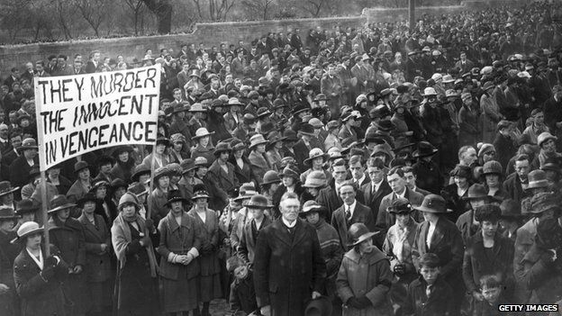 Republicans protest in the streets of Dublin against the hanging of Irish Republican Army volunteers by the British Government