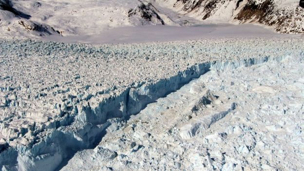 Helheim Glacier in Greenland: Ice streams all around Greenland have been losing mass