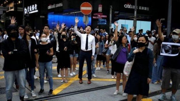اعلام خبر مرگ الکس چو باعث بروز اعتراضاتی شد